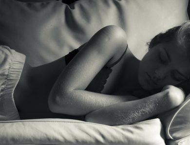 Le sommeil suffisant participe à notre bien-être.