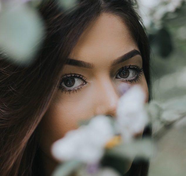 Astuces beauté : les avantages de la teinture des cils et sourcils